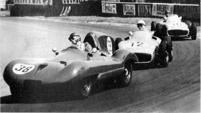 09-Leslie-Marr-leading-in-the-F1-Connaug